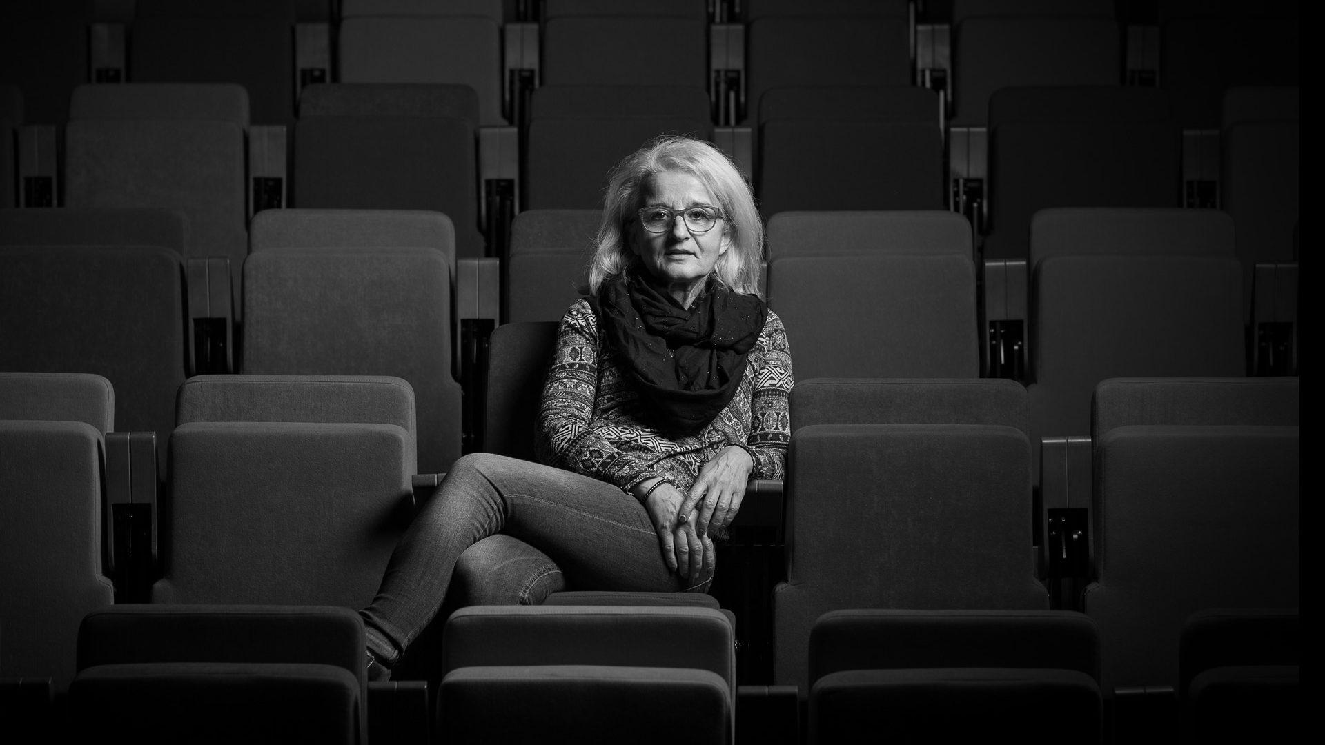 Portrait de la comédienne Lydia Pauloin